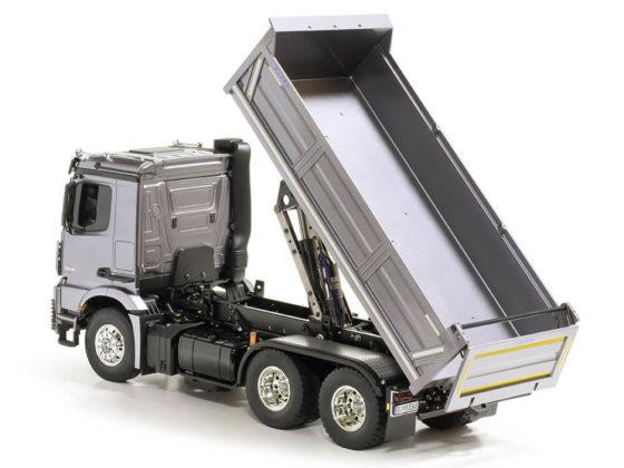 タミヤメルセデスベンツ・ダンプトラックの荷台を上げたところ
